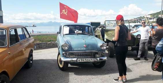 В центре Петропавловска проходит выставка ретро автомобилей (фото)