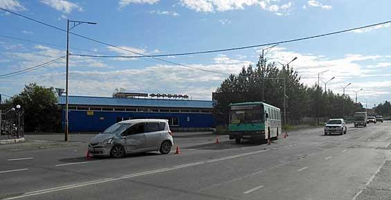 В аварии с участием рейсового автобуса в Петропавловске пострадали три человека