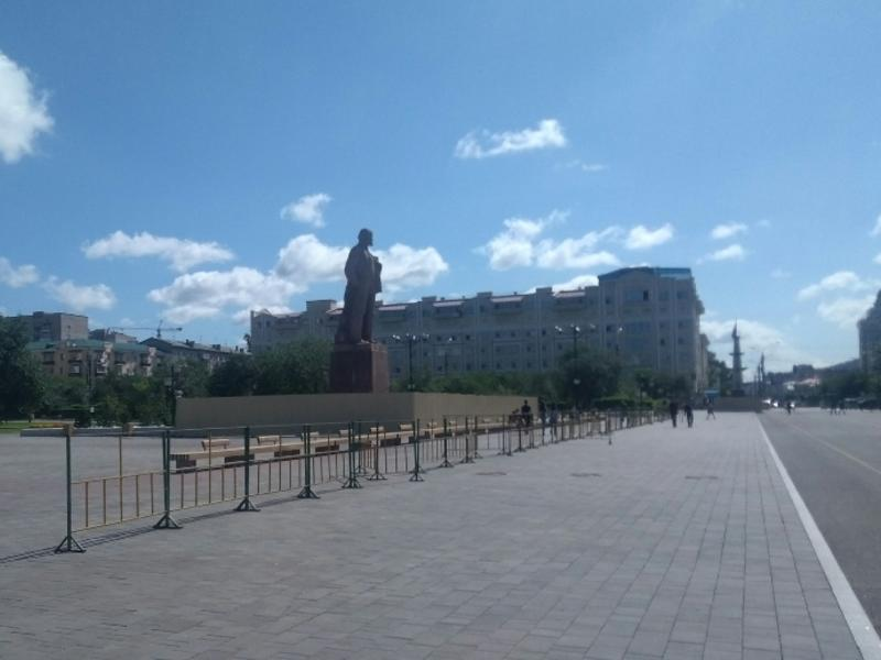 Подрядчик заменит поврежденную плитку на пл. Ленина в Чите после замечания Кузнецова