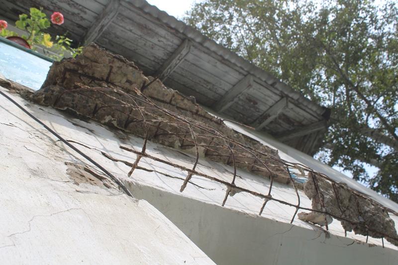 Балкон обрушился вместе с женщиной в Первомайском