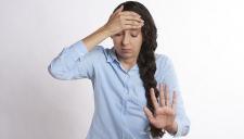 Эксперты разобрались, почему женщины чаще страдают от мигреней