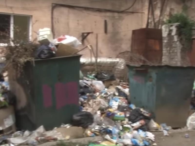Большая свалка образовалась во дворах недалеко от пл. Ленина в Чите - Заб.ТВ
