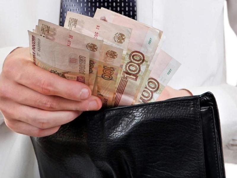 Реальные доходы россиян упали с июня почти на 5%, а зарплата – на 7%