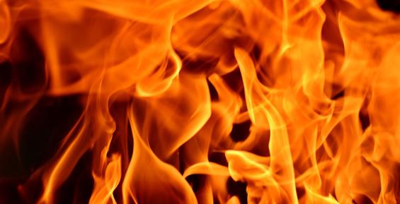 На Камчатке огнеборцы потушили деревянную баню