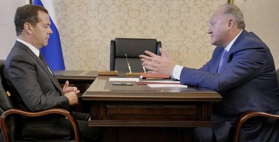 Губернатор Илюхин рассказал Медведеву, что люди хотят приезжать и оставаться на Камчатке