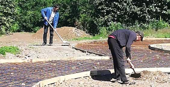На Медвежьем озере в Петропавловске укладывают площадки из печатного бетона