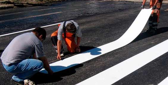 На дорогах Петропавловска обновляют дорожную разметку
