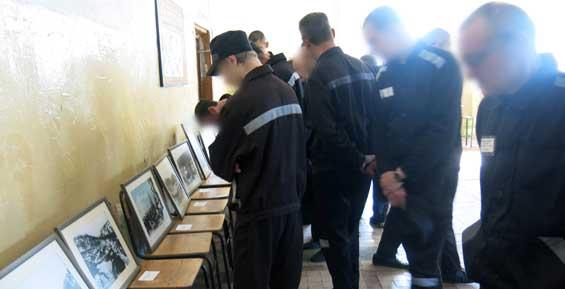 На Камчатке осужденные посмотрели исторические фото и побеседовали с искусствоведами