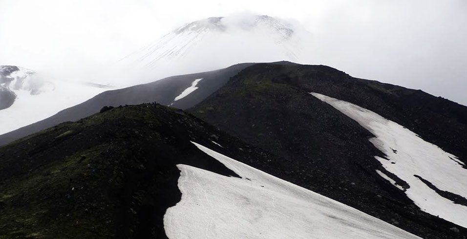 Тело погибшей на Камчатке туристки сегодня эвакуируют из-под вулкана