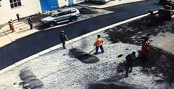 «Внезапно из-за кучи щебня у автомойки выбежал Иванов с граблями» (видео)