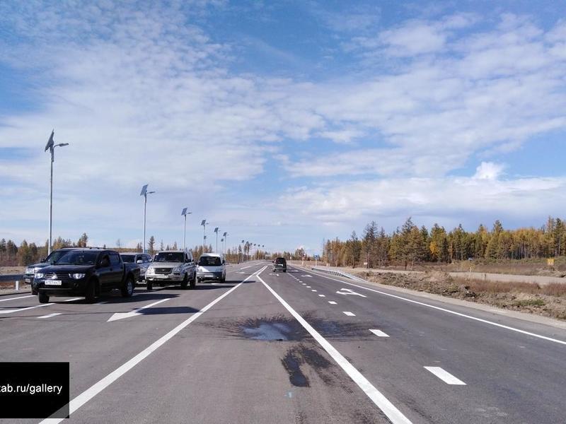 Новиченко, разбив шампанское, открыл 4 км дороги на Арахлей за 365 млн руб