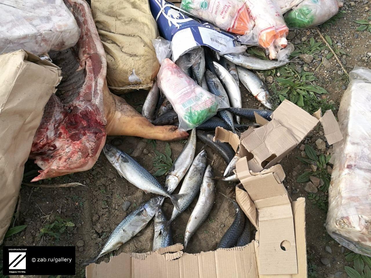 Фура с продуктами опрокинулась на трассе в Чите