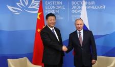 Путин и Си Цзиньпинь поели блинов с икрой во Владивостоке