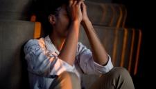Социологи назвали страну, где жители чаще всего испытывают негативные эмоции