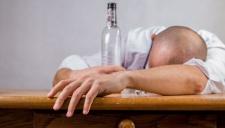 Социологи сосчитали в России алкоголиков и трезвенников