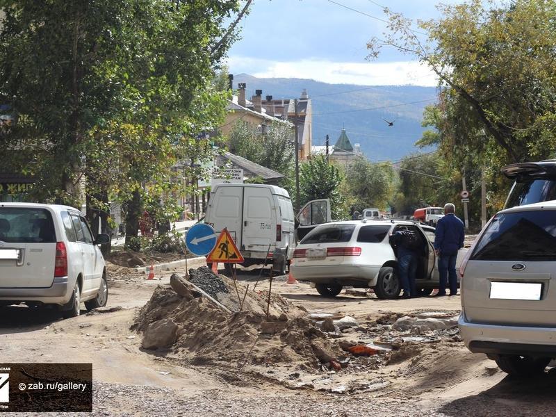 «Баррикада» из арматуры перекрыла половину дороги в Чите - водитель