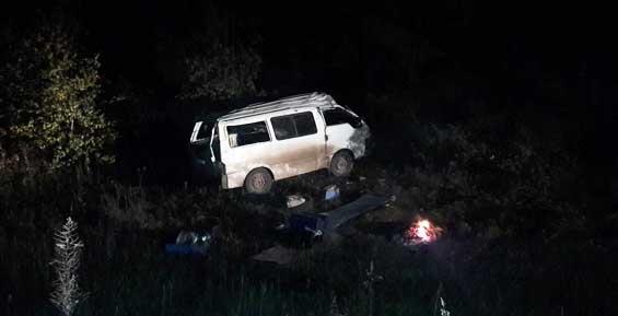 Микроавтобус улетел в кювет на мильковской трассе (обзор ДТП)