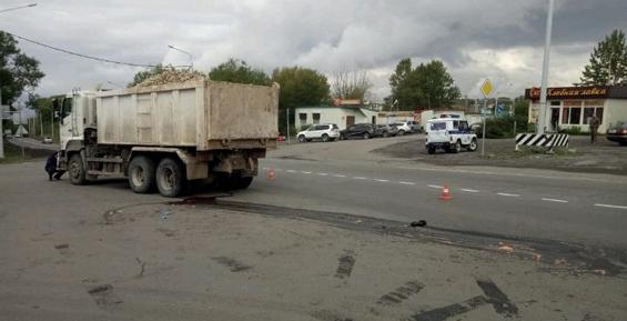 Девушка, попавшая под колеса грузовика на елизовской трассе, скончалась в больнице