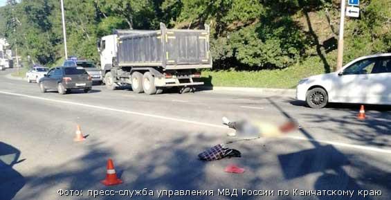 В Петропавловске ищут очевидцев ДТП, в котором под колесами грузовика погиб мужчина
