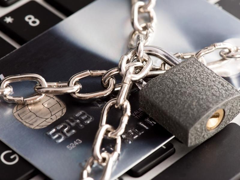 Банки обязали отражать покушения хакеров на счета клиентов