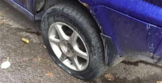 Ночью в Петропавловске неизвестные вредители прокололи шины у десятка автомобилей (видео)