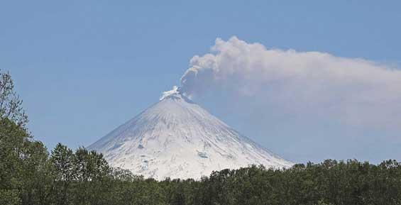 Стали известны подробности инцидента с туристами на Ключевском вулкане