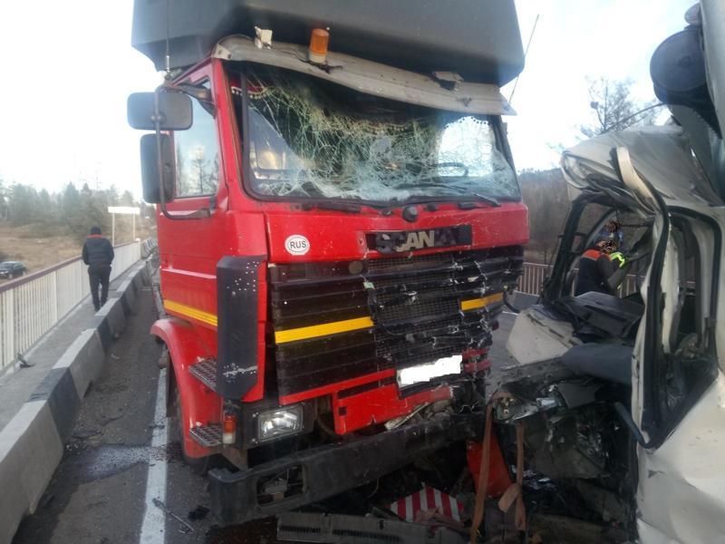 Пассажир минигрузовика погиб при столкновении с фурой в Забайкалье