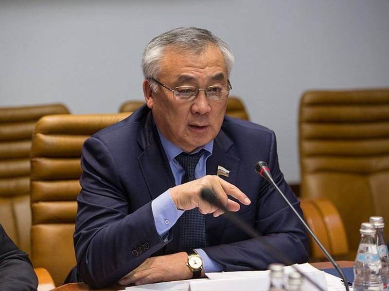 Жамсуев вошел в комиссию по межбюджетным отношениям