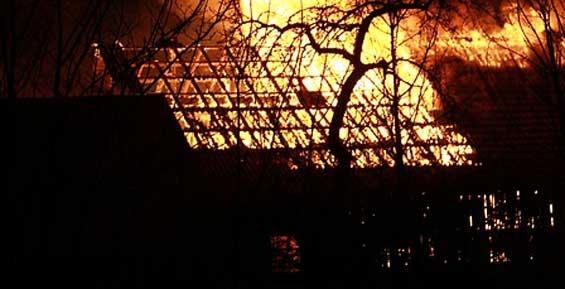 В сгоревшем сарае в Петропавловске обнаружили труп мужчины