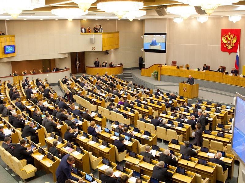 Законопроект о добровольном отказе депутатов от надбавок к пенсиям рассмотрят в ГД