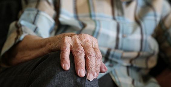 На Камчатке сотрудница ритуального агентства наживалась на пенсионерах