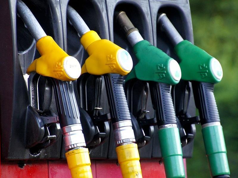 Правительство РФ зафиксирует цены на бензин в регионах