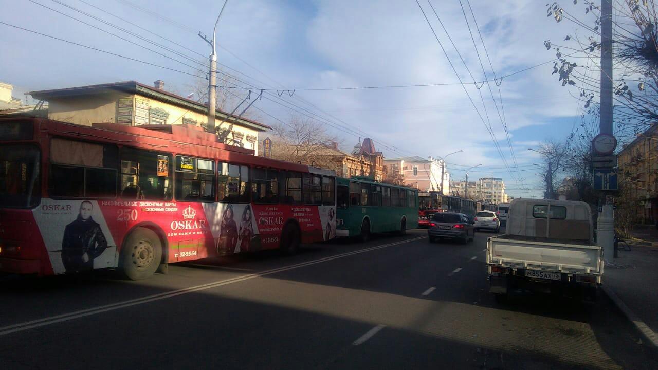 Неисправность сети вызвала остановку троллейбусов в центре Читы