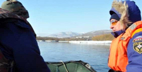 Заглохший у берегов Камчатки катер едва не унесло в Тихий океан