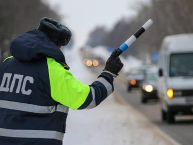 Сотрудники ДПС задержали 8-местный автобус с 18 ехавшими из Забайкалья гастарбайтерами