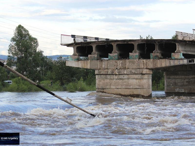 Дату, к которой будет готов проект рухнувшего моста в Чите, назвали в Минтере