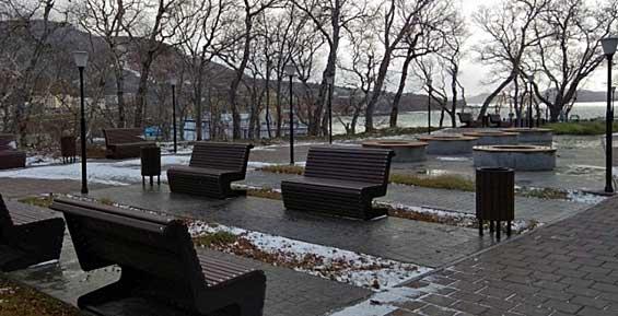 С улиц Петропавловска на зиму вывозят скамейки