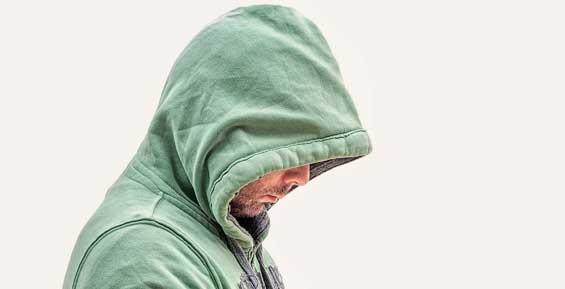 Пьяный уголовник обокрал на Камчатке сельский магазин и терминал оплаты