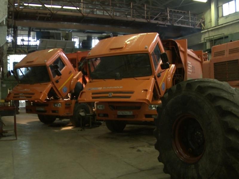 Два мусоровоза в Краснокаменске вышли из строя из-за батареи и железобетонной балки
