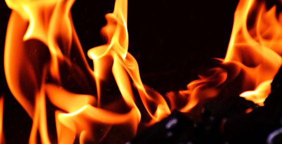 В Петропавловске из-за сбоя в работе электроприбора загорелся деревянный дом