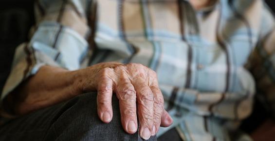 В Петропавловске прокуратура не позволила мэрии оставить пенсионерку без жилья