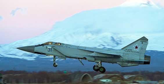 В небе над Камчаткой летчики ТОФ отработали перехват истребителя