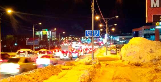 Северная часть Петропавловска замерла в автомобильной пробке