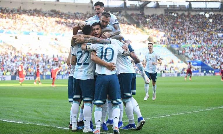 Аргентина и Бразилия имеют равные шансы на победу в полуфинале